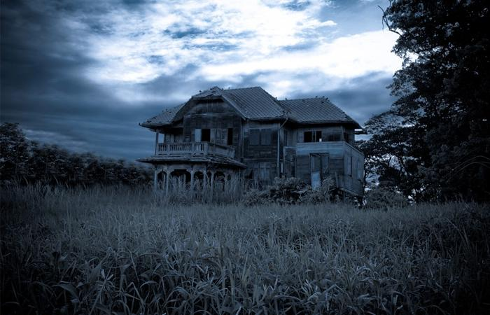 Old scary house photos for Classic haunted house novels