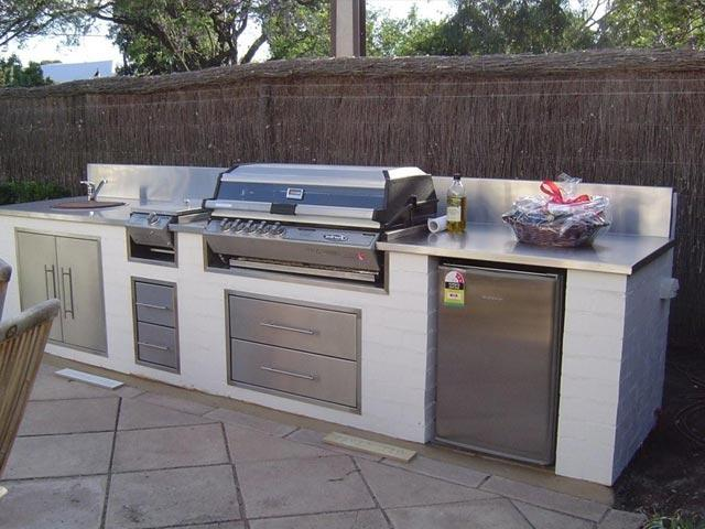 Outdoor kitchen designs photos for Outdoor kitchen backsplash ideas