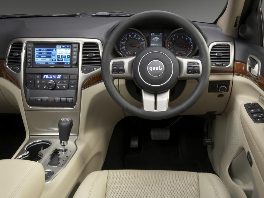 Grand Cherokee Interior Photos