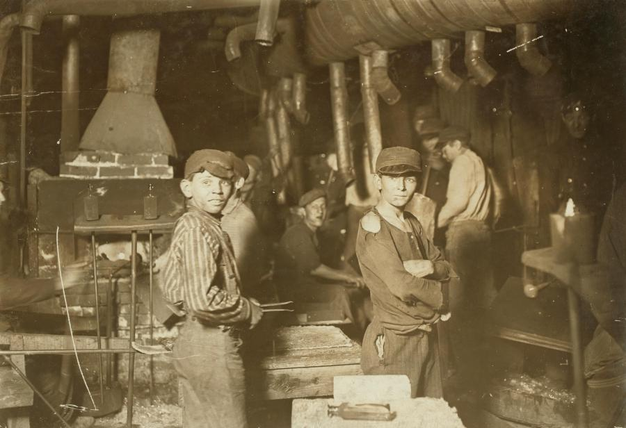 File:Hine - Indiana glassworks, midnight 1908.JPG
