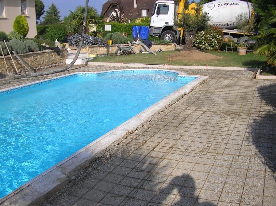 Photo decoration piscine exterieur for Piscine brive