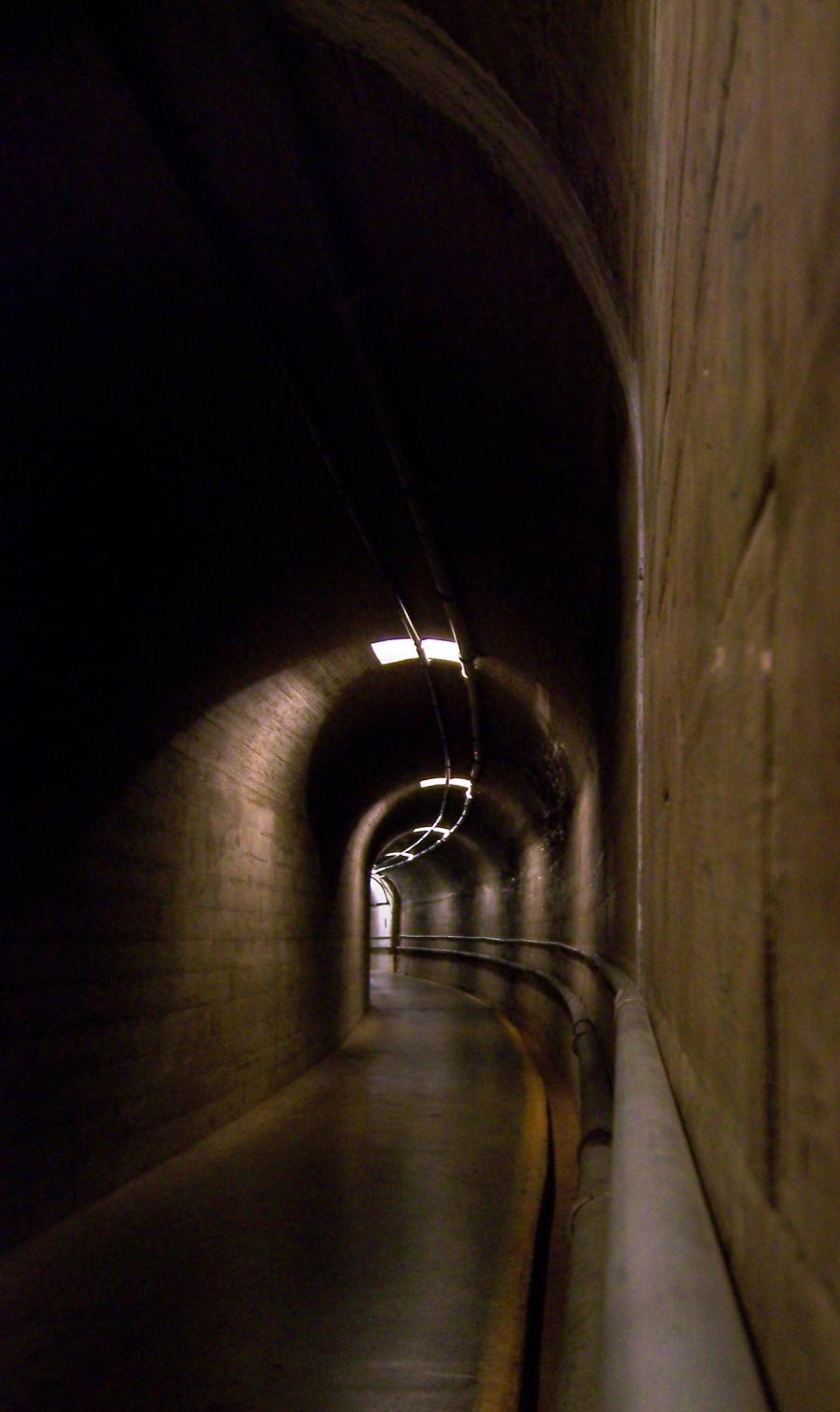 File:Corridors in Hoover Dam, Nv.jpg