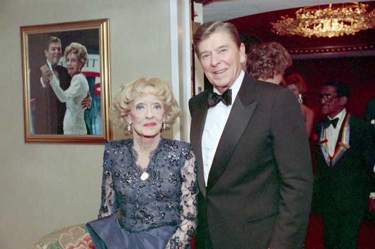 Bette Davis with President Ronald Reagan (her co-star in 1939u...