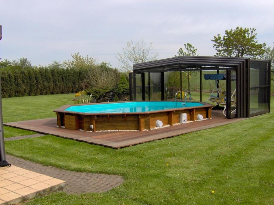 Photo : veranda pool house devant une piscine exterieure