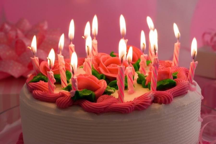 Birthday Cakes With Candles Photos