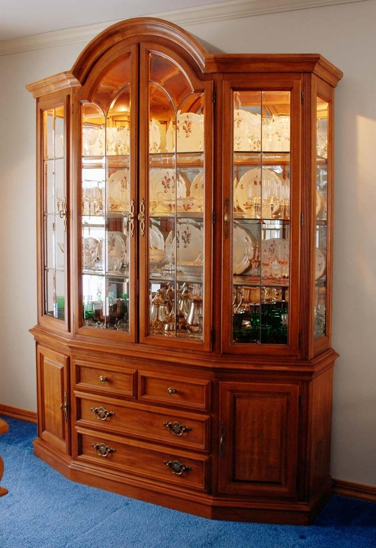 Photos china cabinet displays for China cabinet in living room