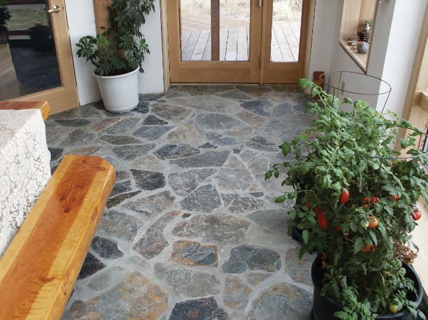Решили сделать каменный пол в доме - натуральный камень, пли.