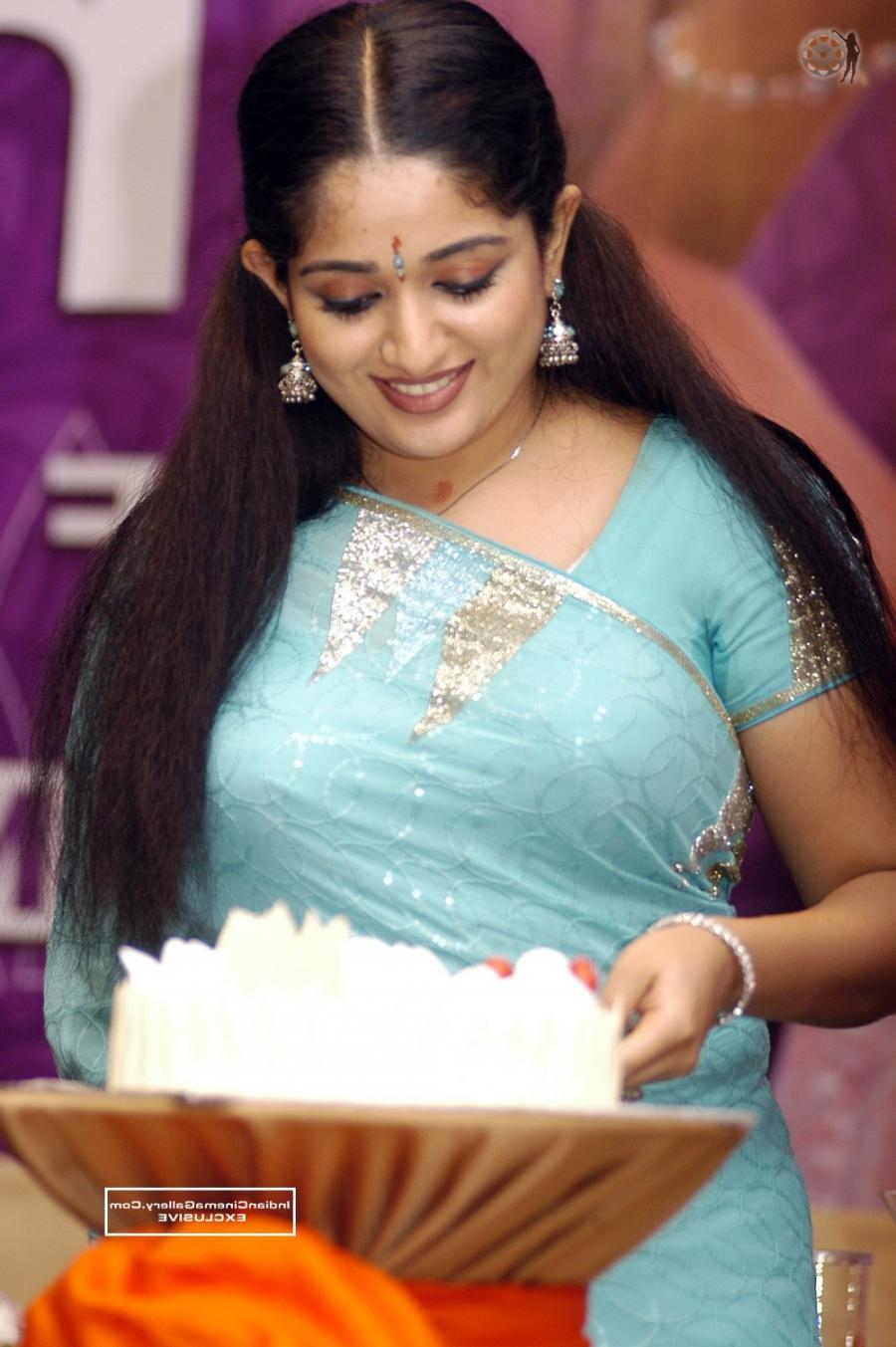 Kavya madhavan blue film photos wallpapers for Kavya madhavan bathroom