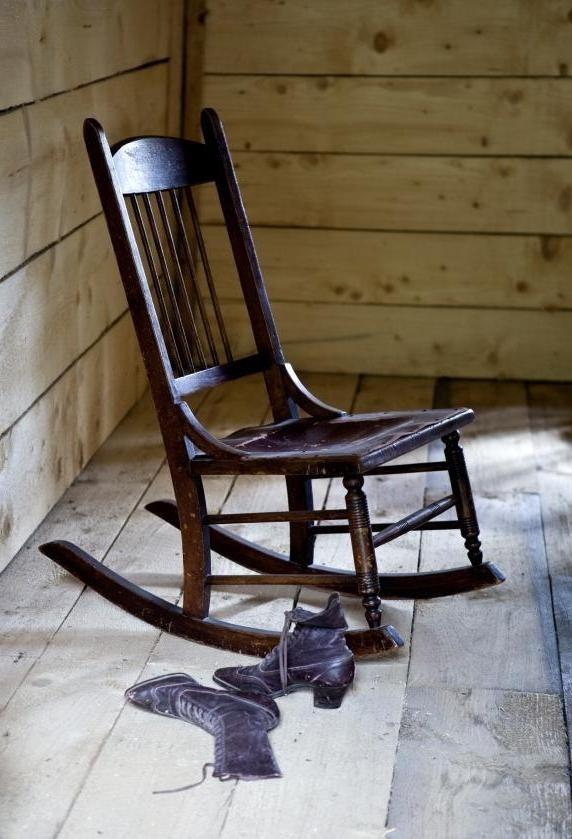 photos antique rocking chairs. Black Bedroom Furniture Sets. Home Design Ideas