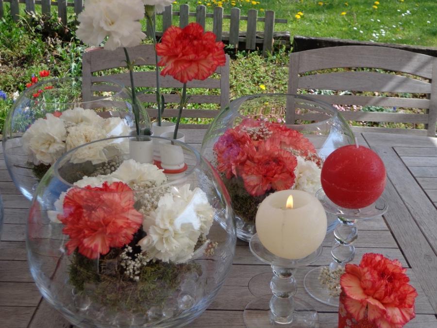 Photo de decoration de table de communion - Deco rouge et blanc ...