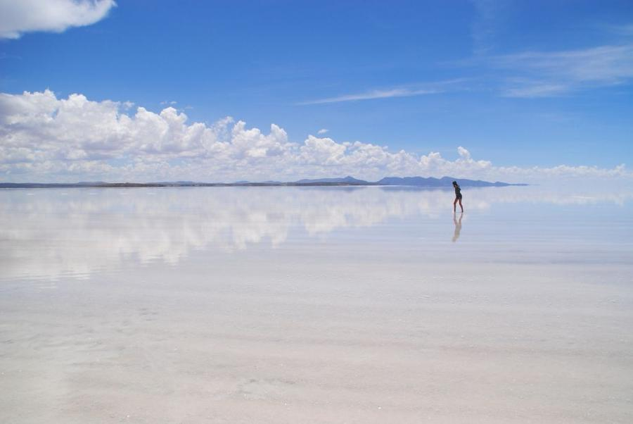 Boliviau Otherworldly Uyuni Salt Flats