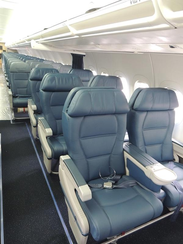 Boeing 717 Interior Photos