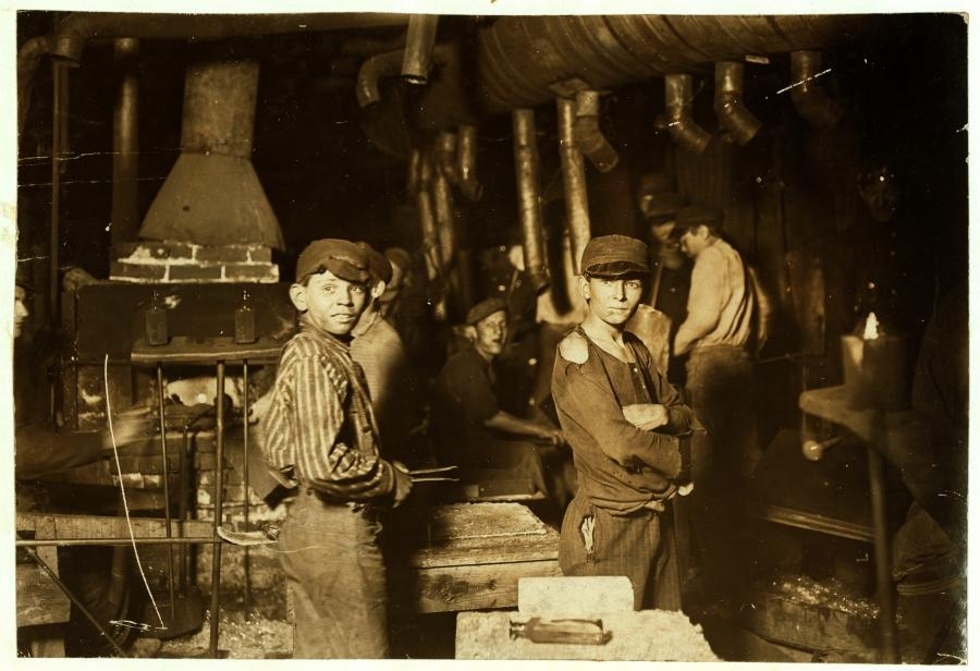 File:Lewis Hine, Glass works, midnight, Indiana, 1908.jpg