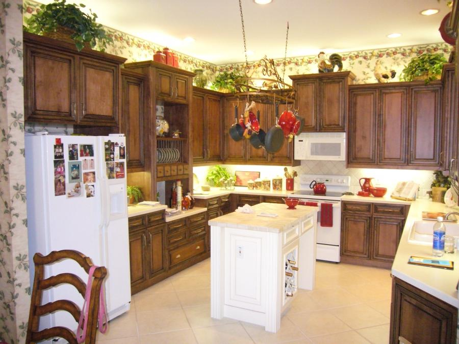 Photos of before and after refinished kitchen cabinets for Average cost to refinish kitchen cabinets