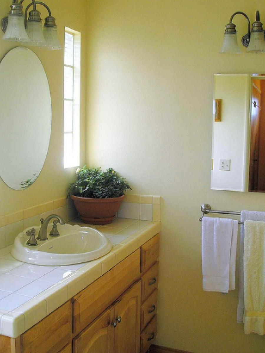 Yellow bathrooms photos for Bright yellow bathroom ideas