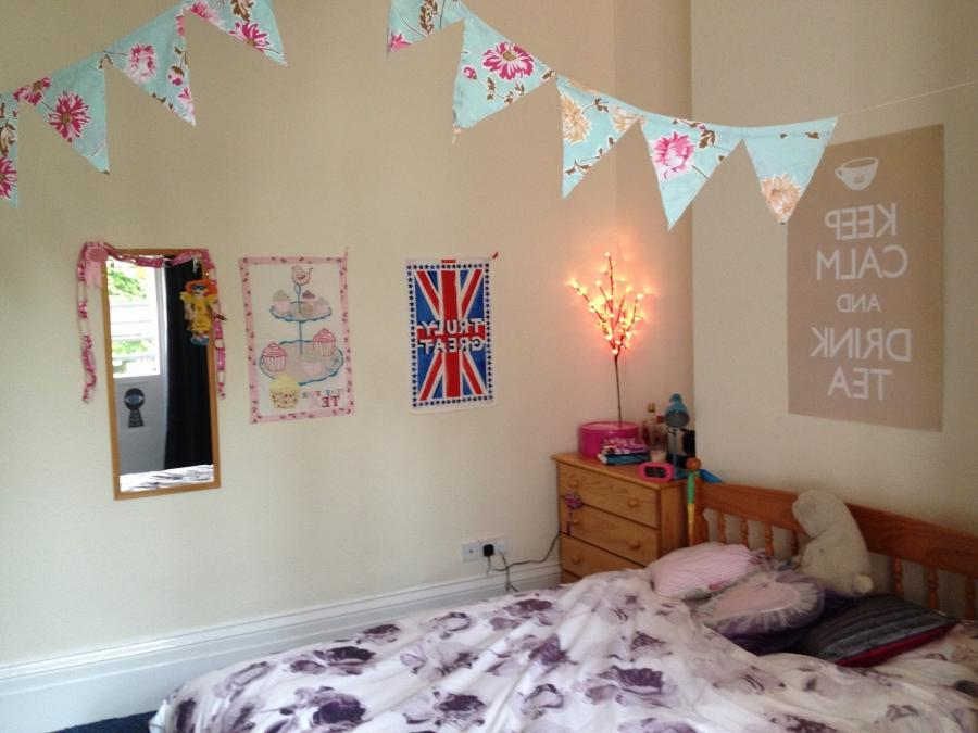 Decorate your room with photos for Ways to decorate your room