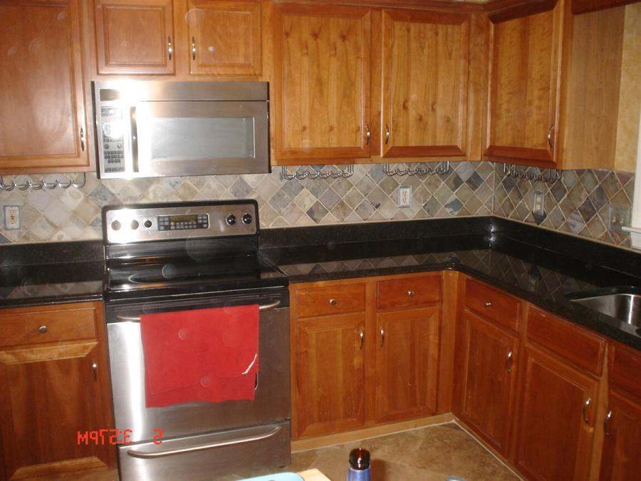 Kitchen tiled blacksplash photos for Elegant horizontal glass tile backsplash