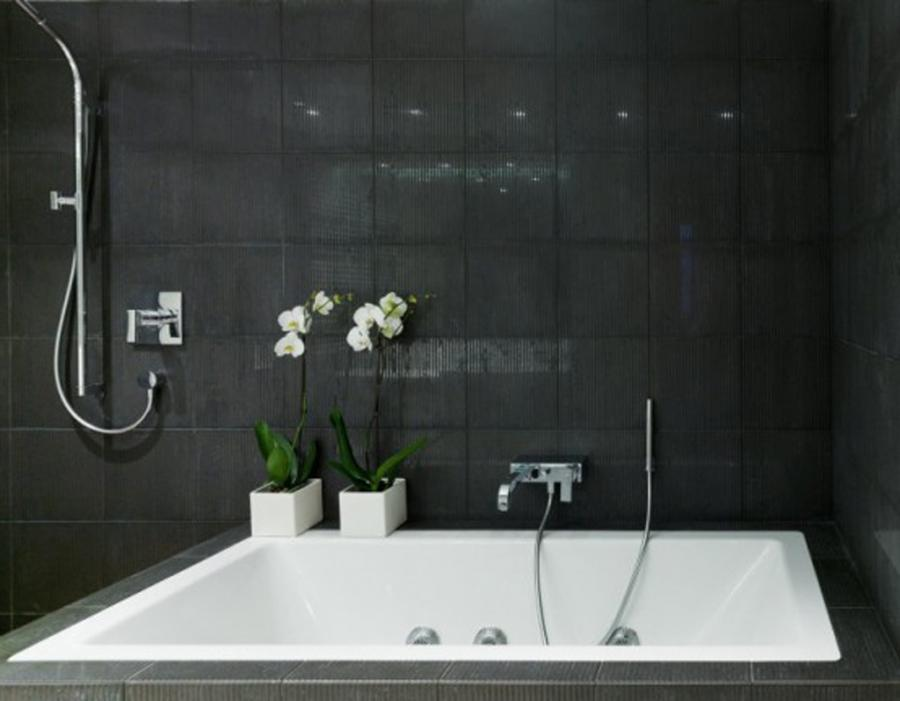 traditional black and white bathroom interior