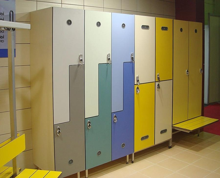 Changing room 6 Compartment Locker wtih iron bench