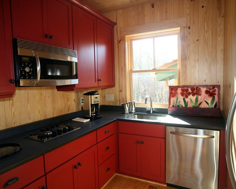 Kitchen cabinets small kitchens photos for Small cozy kitchen ideas