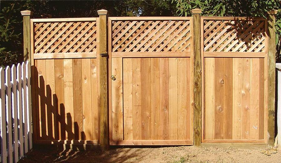 Solid wood Lattice-top fence (Double-Gates w/ lock) ...