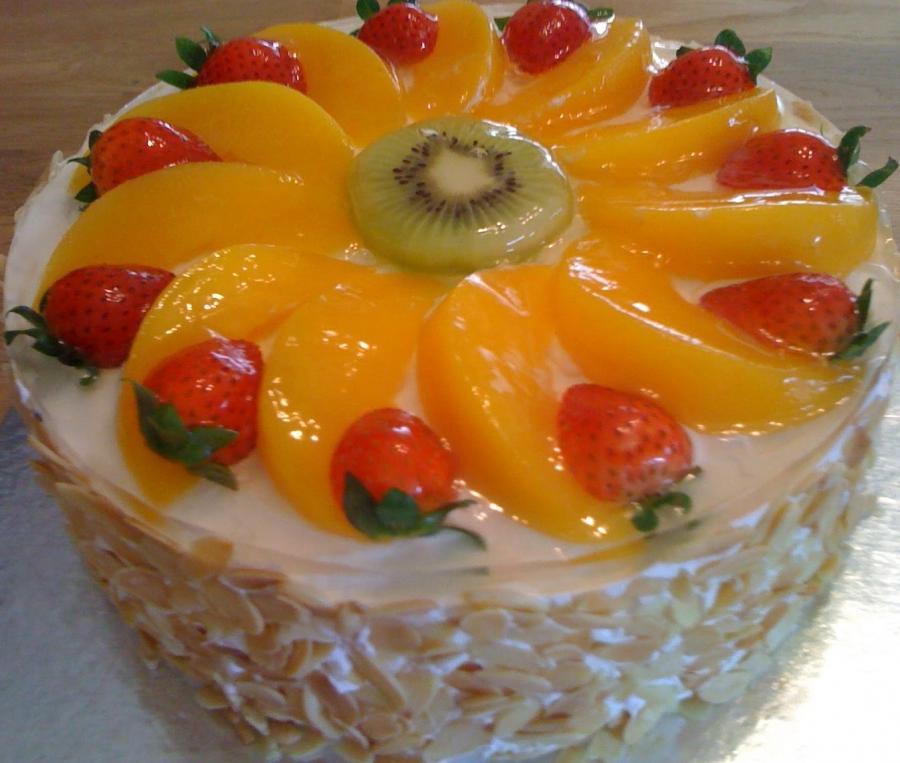 Бисквитный фруктовый торт со сметанно-желейной массой с фото