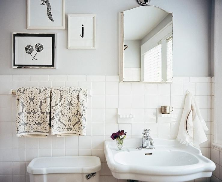 Black and white vintage bathroom photos for Black and white retro bathroom ideas
