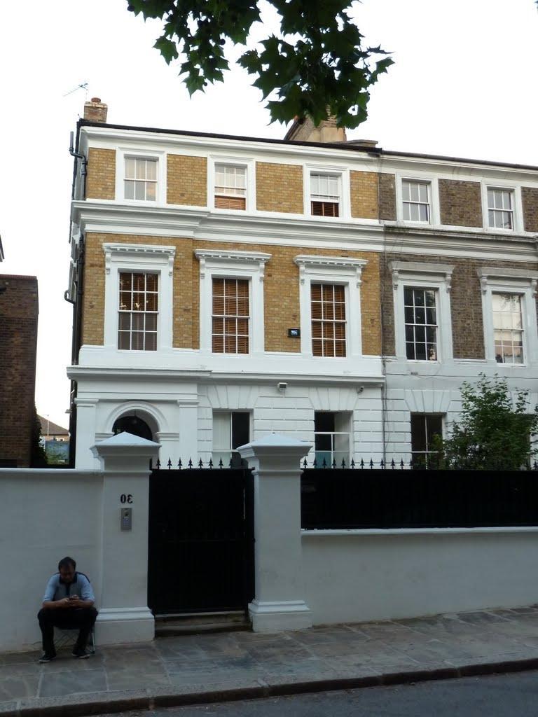 Amy winehouse house in camden photos for Camden home