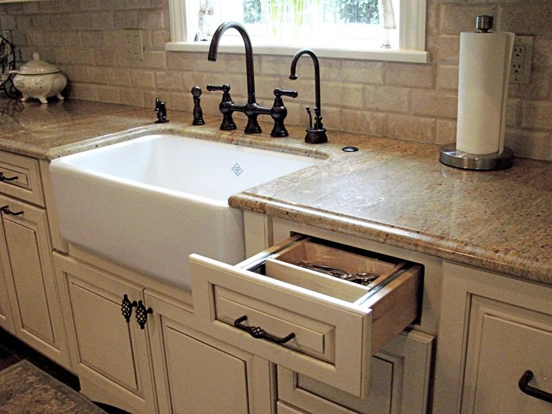 Photos of ranch style kitchens - Kitchen sink in french ...