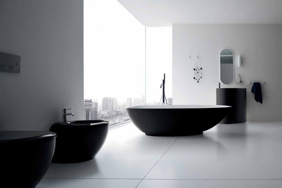 Image traditional black and white bathroom