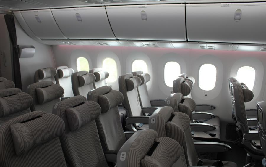 Interior photos of boeing 787 for Interior 787 dreamliner