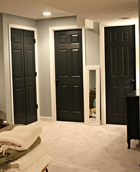 Входная дверь темная а межкомнатные светлые