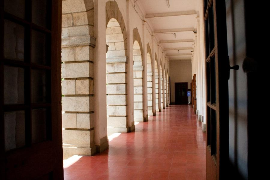 File:Corridors of Main IISc Building.jpg