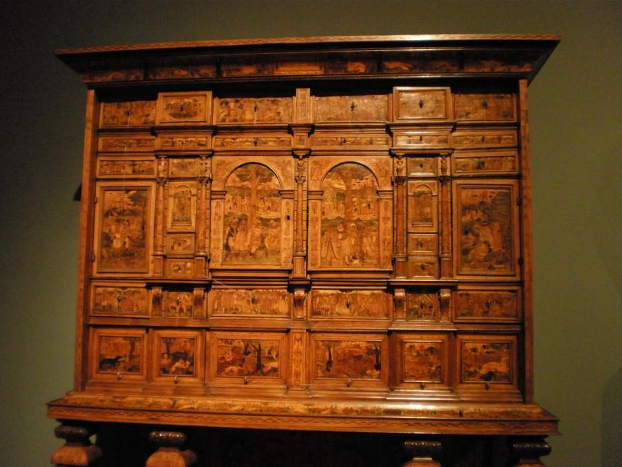 File:WLA vanda Cabinet on stand.jpg