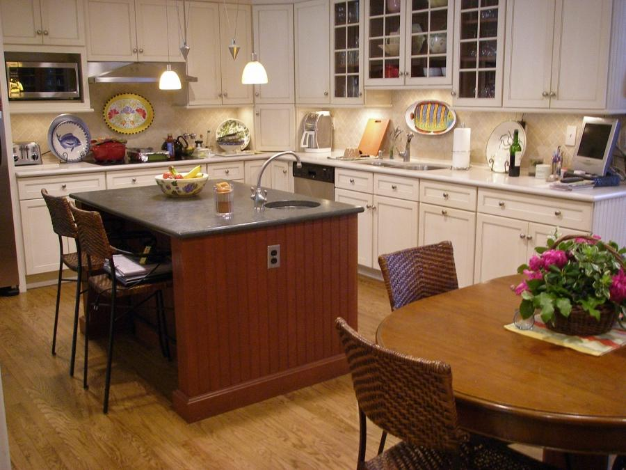 Colonial Kitchen Photos