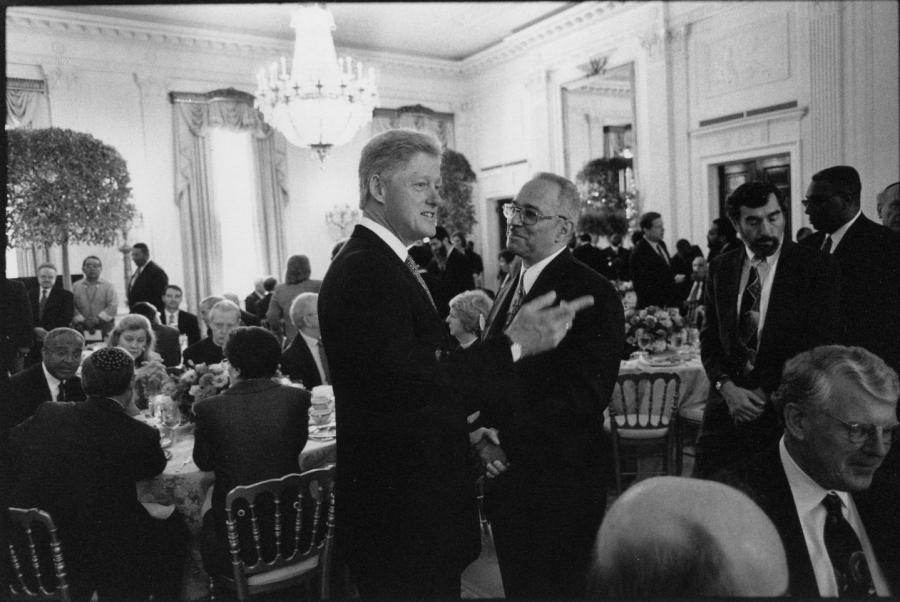File:Jeremiah Wright and Bill Clinton at 1998 White House Prayer...