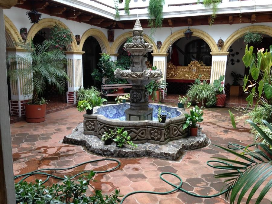 Spanish courtyard garden photos