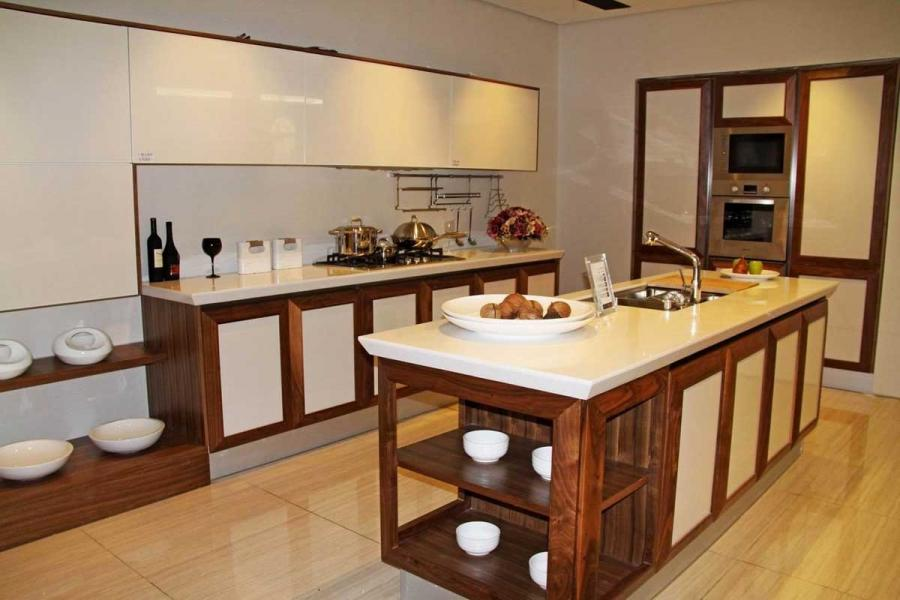 Traditional Kitchen Decoration With Classic Kitchen Island Design...