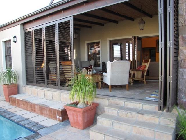 Enclosed porch plans photos for Outdoor enclosed patio ideas