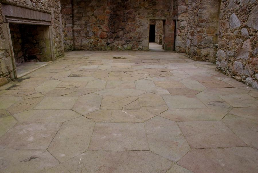File:Tolquhon Castle, detail of floor in main hall.jpg