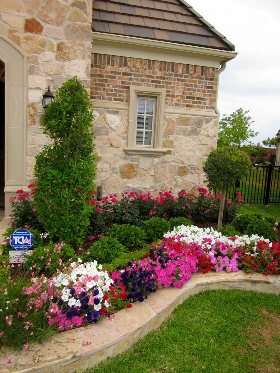 Photos front yard flower beds for Front yard flower beds pictures