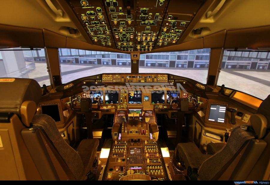 Boeing 777 200 Interior Photos