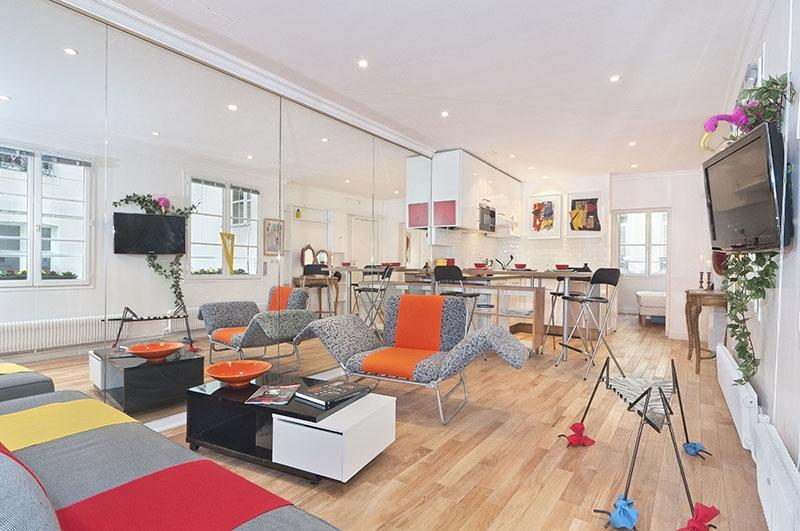 Louvre-Les Halles One Bedroom: A very central spacious one...