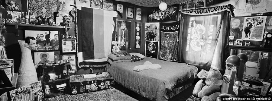 bedrooms of the fallen haunting black and white photos offer