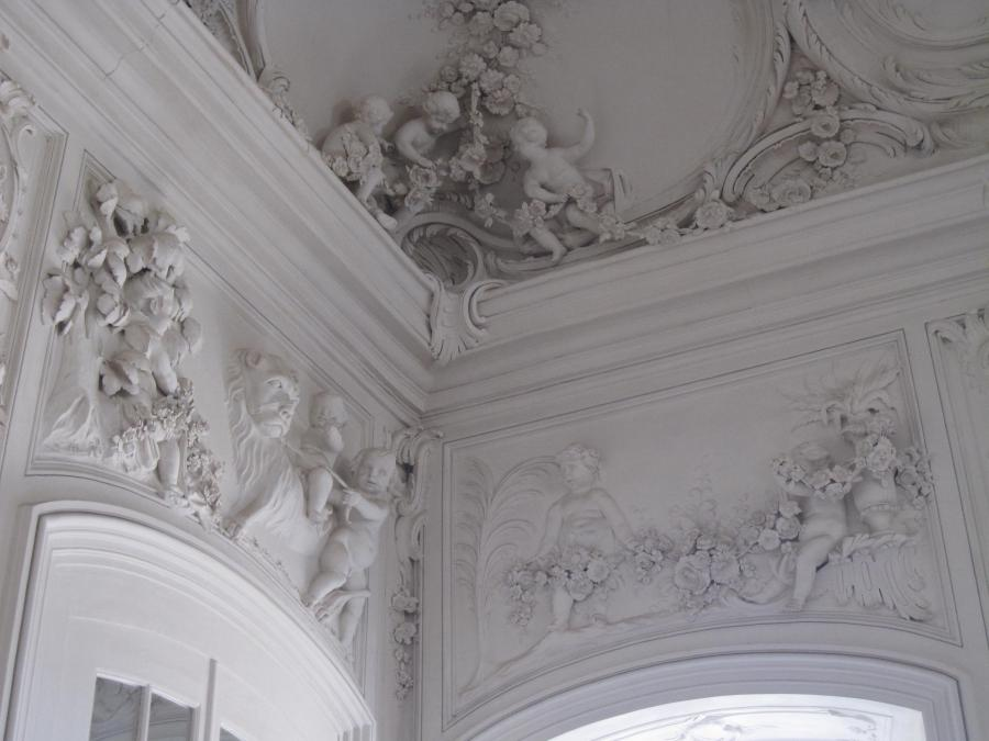 File:Rundale palace interior, stucco decorations.jpg