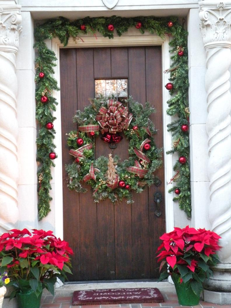 Front door christmas photos Simple christmas outdoor decorating ideas