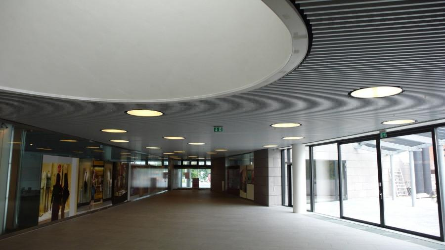 ... Metallic suspended ceiling / louvered DAMPA INTERVAL DAMPA
