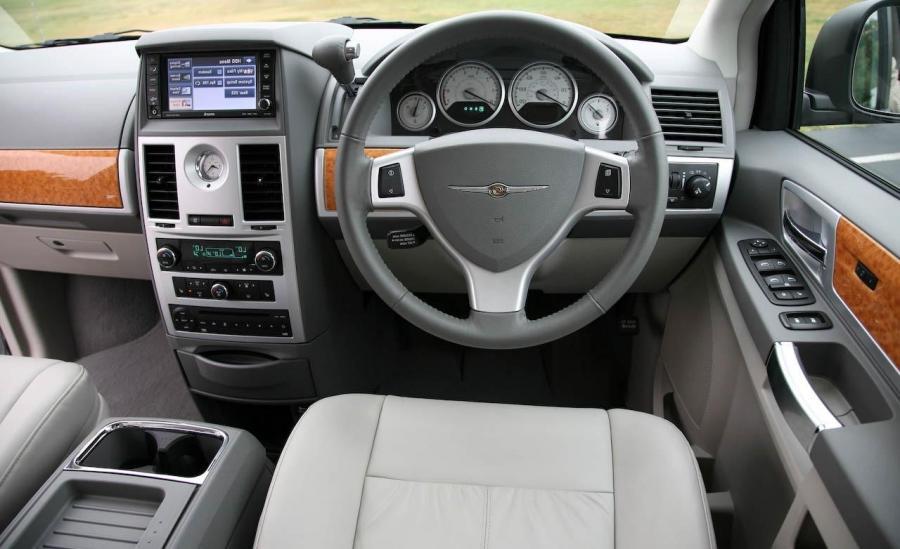 Chrysler Aspen Interior Photos