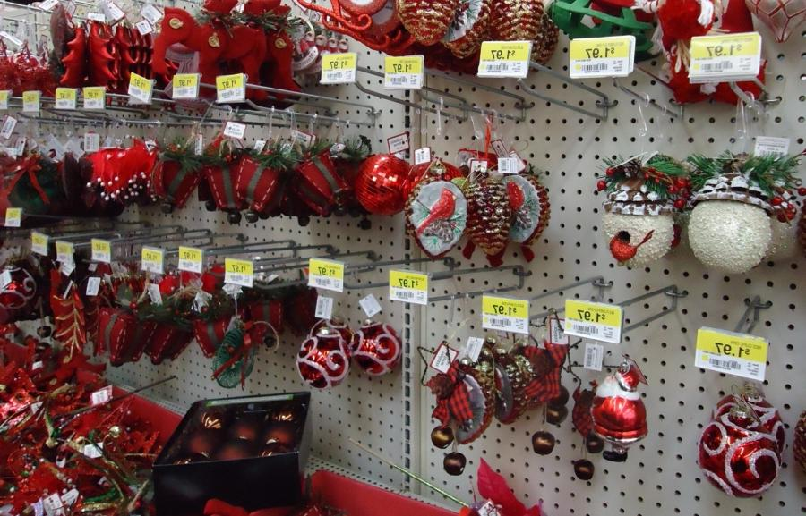 File:Christmas decorations in a store assorted 9.jpg