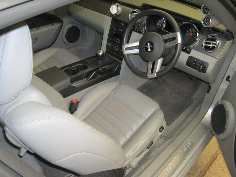2007 mustang interior photos